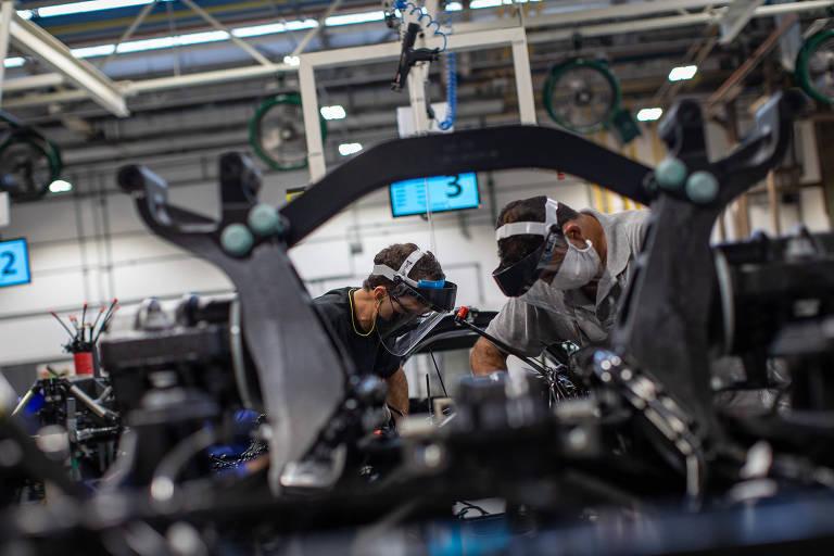 Mercedes-Bens retoma atividades em São Bernardo do Campo