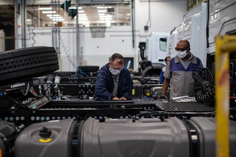 Paralisada em quase todo o mês de abril e ainda em baixa atividade nos meses seguintes, a indústria teve queda de 6,5%