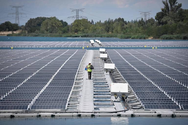 Usina solar fotovoltaica O'Mega1 em Piolenc, sul da França