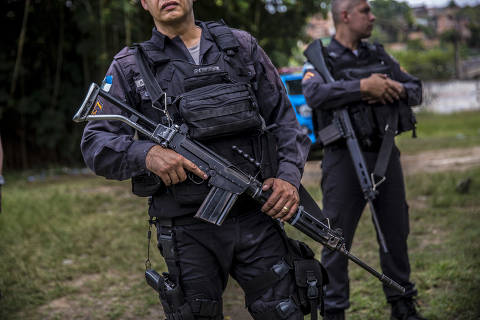RIO DE JANEIRO, RJ - 21-01-2020  -  Brazilian police officers patrol the streets in Rio de Janeiro. A New York Times analysis found police in Brazil shoot without restraint, protected by their bosses and by politicians, certain that illegal killings will not be held against them. (Dado Galdieri/The New York Times) ORG XMIT: XNYT107