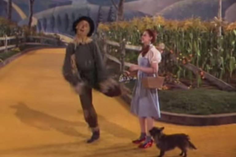 """Cena do filme """"O Mágico de Óz"""" (1939)"""