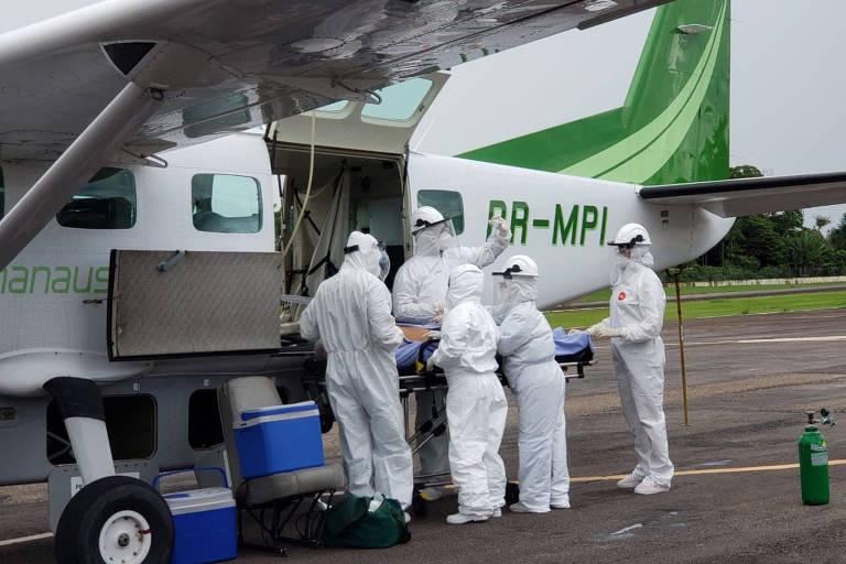 Embarque de paciente com Covid-19 removido para Manaus, em Carauari (AM)