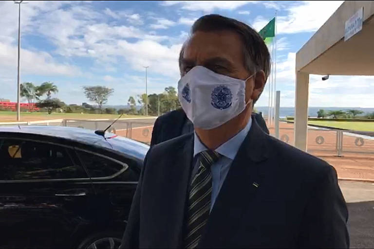 Presidente Jair Bolsonaro durante encontro com apoiadores no Palácio da Alvorada