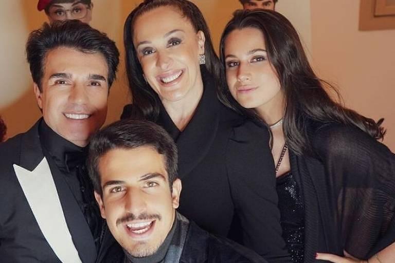 Cláudia Raia e família