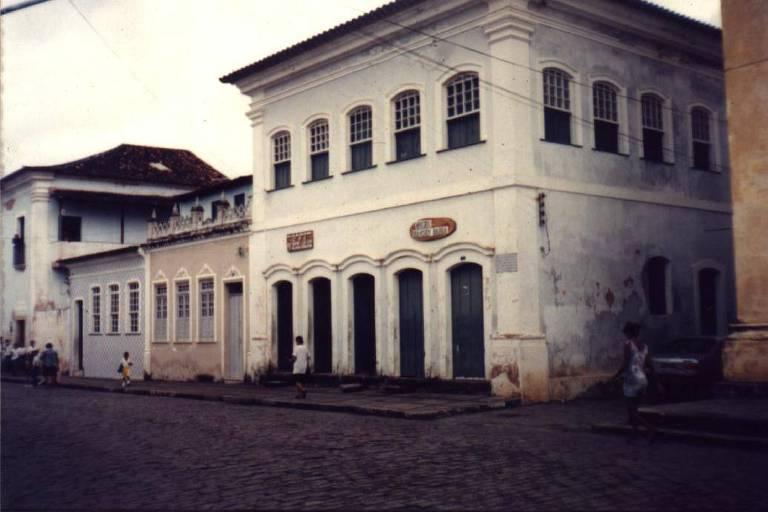 Fachada da casa de Anna Nery, na rua da Matriz, nº 7, em Porto de Cachoeiras, na Bahia