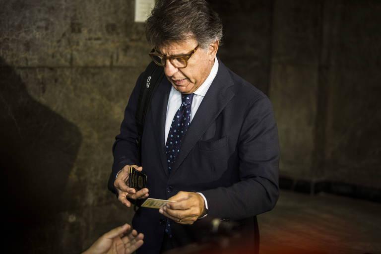 O empresário Paulo Marinho, ao chegar à sede da Polícia Federal no Rio