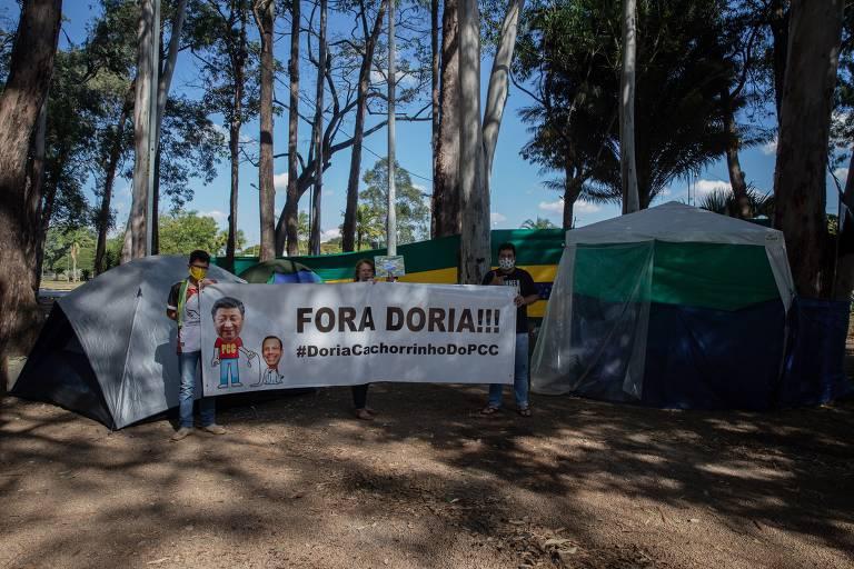 Acampamento bolsonarista pede saída de João Doria