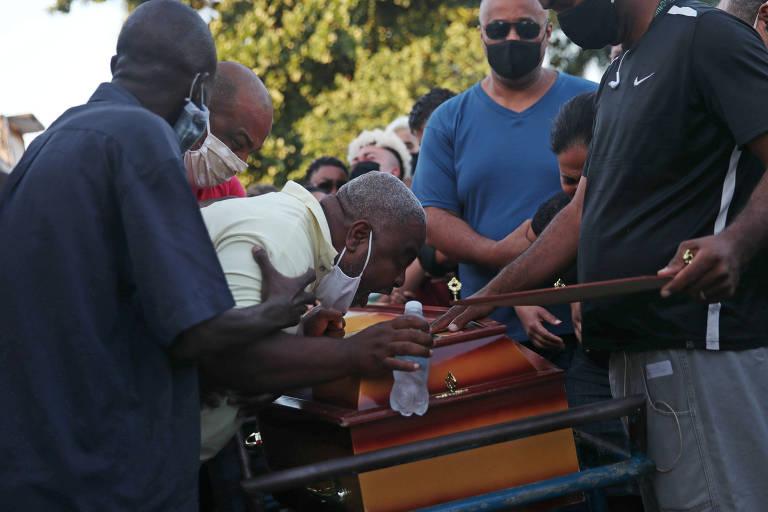 Menino João Pedro, 14, é morto em operação policial no RJ