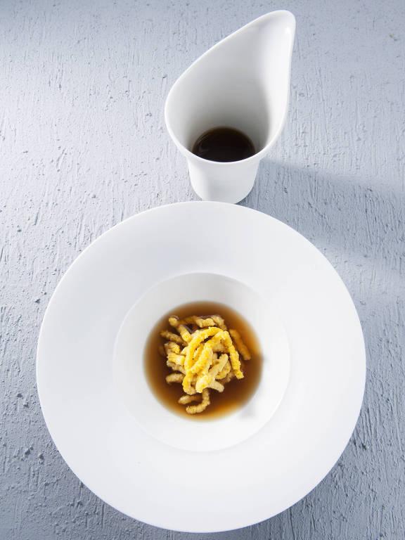 Eataly oferece prato de Massimo Bottura em menu especial, entregue via delivery; a receita se chama passatelli di Nonna Ancella, uma massa fresca artesanal de farinha de rosca em brodo de frango e crostas de queijo Parmigiano Reggiano