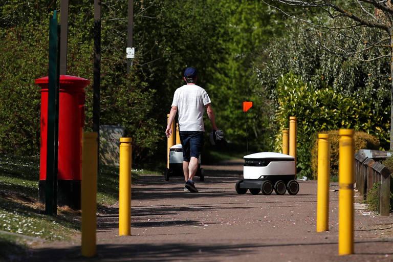 Robô entregador em Milton Keynes, no Reino Unido