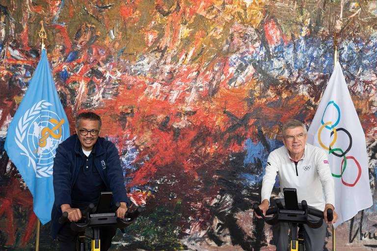 O diretor-geral da OMS, Tedros Adhanom, e o presidente do COI, Thomas Bach, durante evento em Genebra