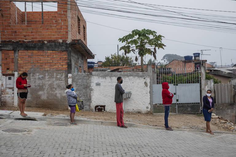 No extremo sul de SP, moradores sem auxílio recorrem a cesta básica
