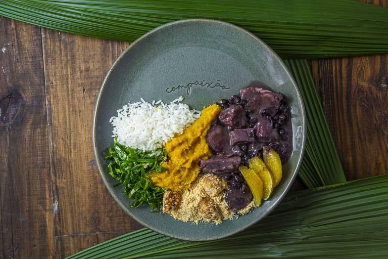 Feijoada servida pelo restaurante Capim Santo, da chef Morena Leite