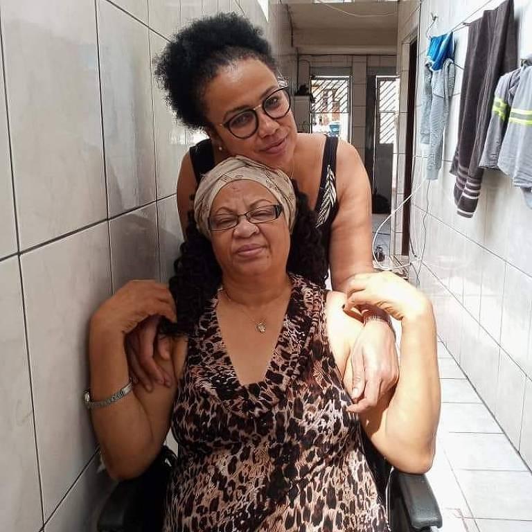 Durante a quarentena do novo coronavírus, dona Maria Suely está morando com a filha, Manuela