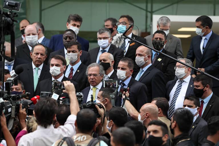 Presidente Jair Bolsonaro, ministro Braga Netto (Casa Civil), Paulo Guedes (Economia) e Marco Polo de Mello Lopes, presidente do Instituto Aço Brasil
