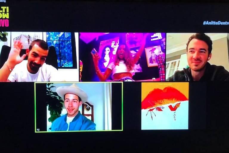 Anitta conversa com Jonas Brothers em seu programa