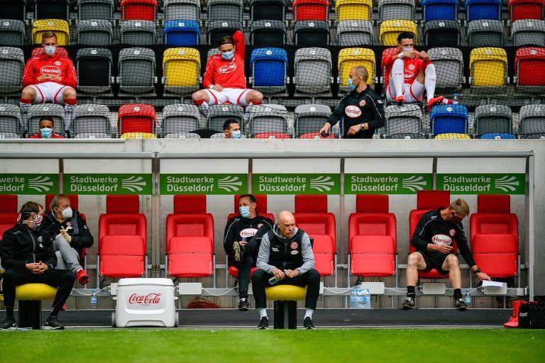 Técnicos de outros esportes veem futebol mais arrojado com 5 alterações