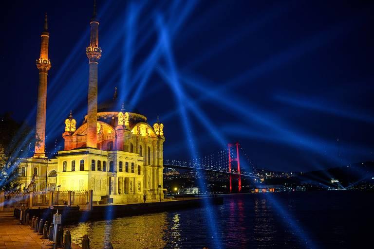 Turquia decreta feriado com 'lockdown' para evitar aglomerações pós-Ramadã