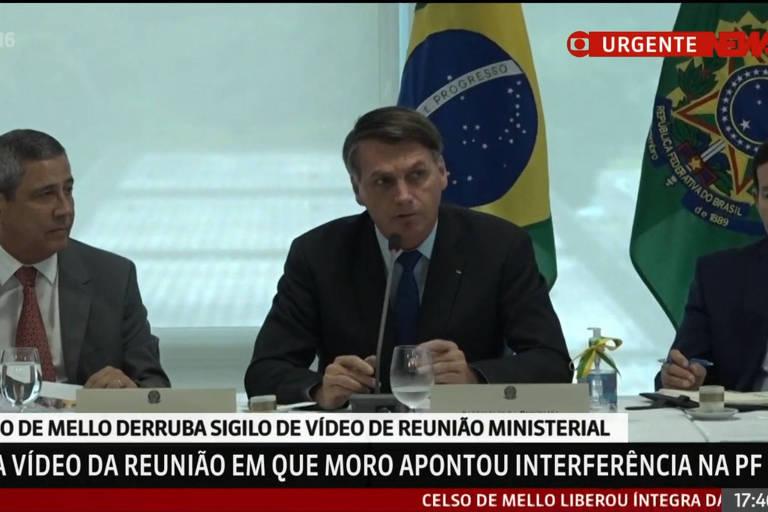 Bolsonaro entre Walter Braga Netto (Casa Civil) e o vice Mourão no vídeo da reunião de 22 de abril