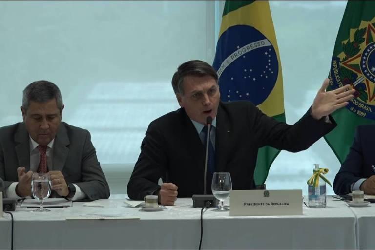 Reprodução de vídeo de reunião ministerial do governo Bolsonaro ocorrida no dia 22 de abril