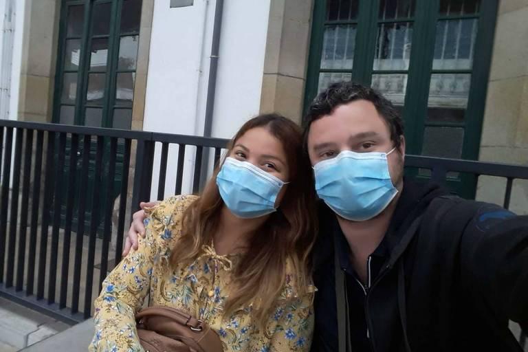 O publicitário Marcus Kinhones Neto, 40, com a mulher