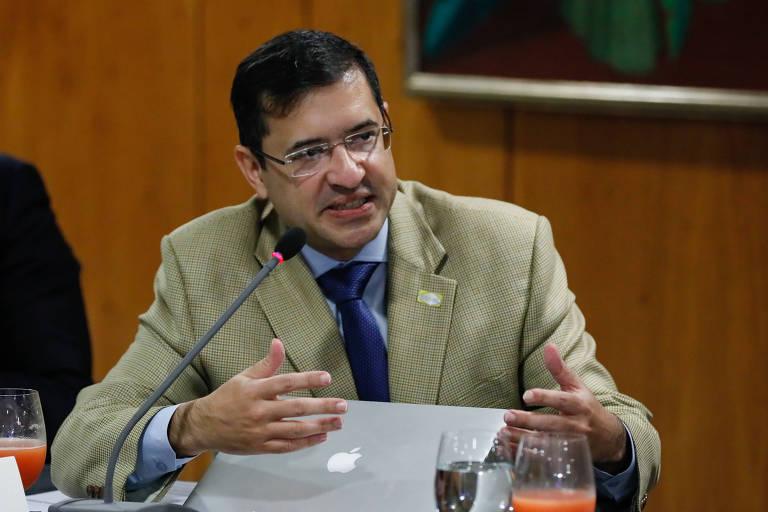 Associação de advogados públicos critica instrumentalização e militarização da AGU por Bolsonaro