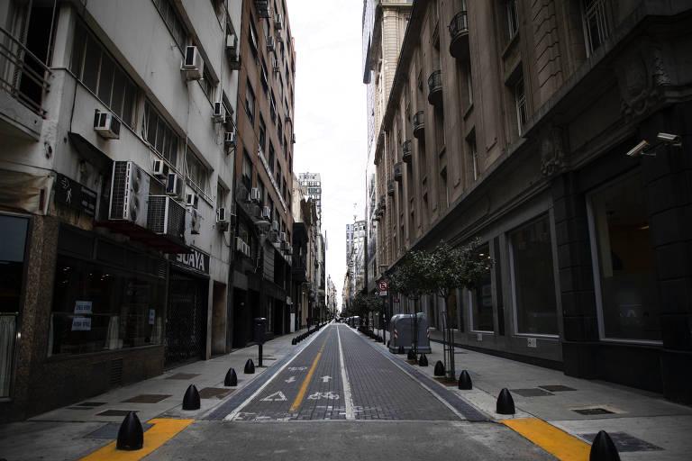 Ruas de Buenos Aires têm permanecido vazias durante 'lockdown' na capital da ARgentina