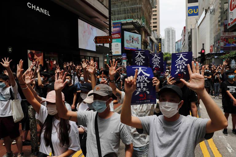 Manifestantes protestam contra o governo chinês em Hong Kong