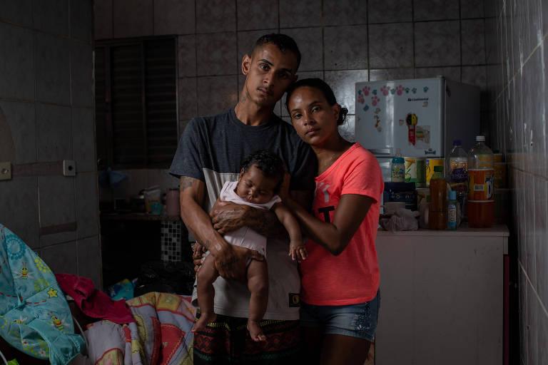 Família que perdeu tudo no litoral de SP recebe ajuda até dos EUA