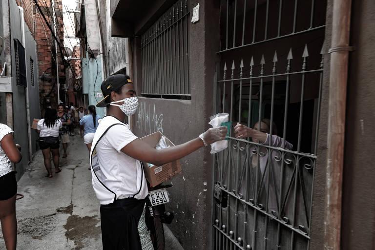 Especial sobre o dia a dia na comunidade de Heliópolis durante a pandemia de coronavírus. UNAS (União de Núcleos e Associações) do bairro distribuem máscaras de proteção para a comunidade