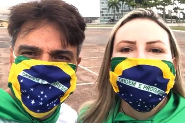 Guilherme de Pádua e Juliana Lacerda em manifestação