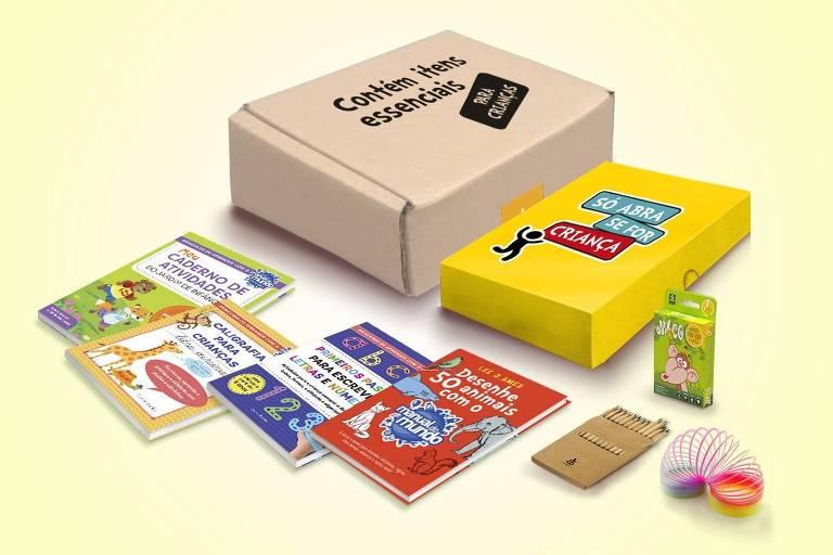 Kit com livros e jogos