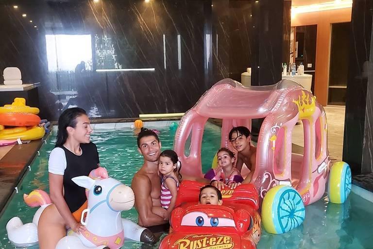 Imagens de Cristiano Ronaldo com a família