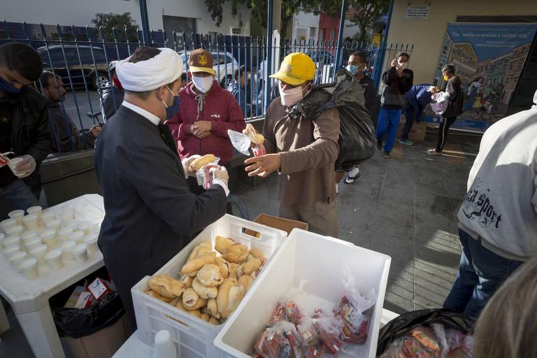 Religiosos se unem para ajudar população de rua de SP