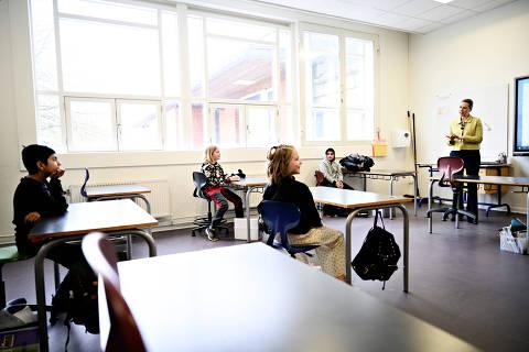 Escolas deverão ter volta escalonada com aulas presenciais e a distância