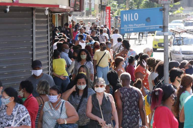 Centro de Duque de Caxias ficou lotado de pessoas que saíram para fazer compras