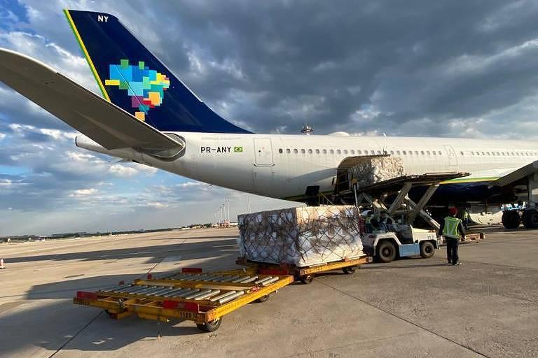 Carga de respiradores comprados pelo governo de SP em avião fretado da Azul