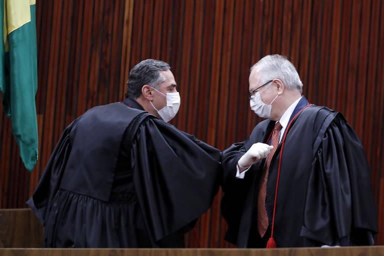 Barroso e Fachin assumem como presidente e vice do TSE; veja fotos de hoje