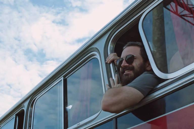 """Caco Ciocler aparece nas filmagens de seu segundo documentário, """"Partida"""""""