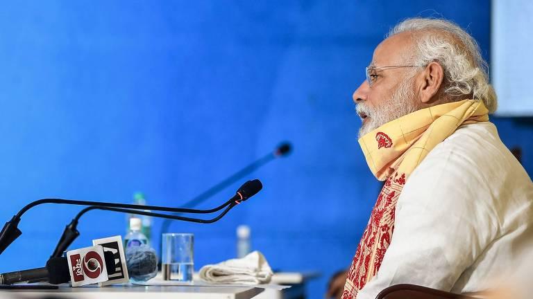 O premiê indiano, Narendra Modi, participa de reunião com autoridades locais do estado de Bengala Ocidental