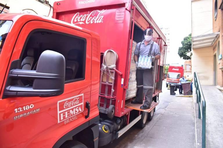 Coca-Cola FEMSA Brasil está distribuindo 400 mil garrafas d'água para hospitais de seis estados