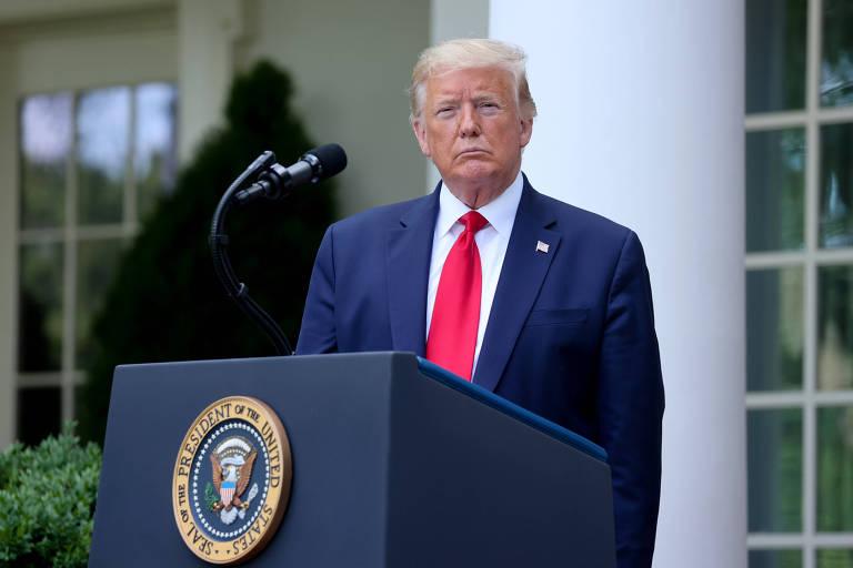 Trump durante entrevista coletiva na Casa Branca nesta terça-feira (26)