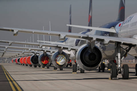 Passenger planes parked on a runway are seen during a general quarantine amid the spread of the coronavirus disease (COVID-19), at the Arturo Merino Benitez International Airport, in Santiago, Chile May 26, 2020. REUTERS/Ivan Alvarado ORG XMIT: PPPIA101