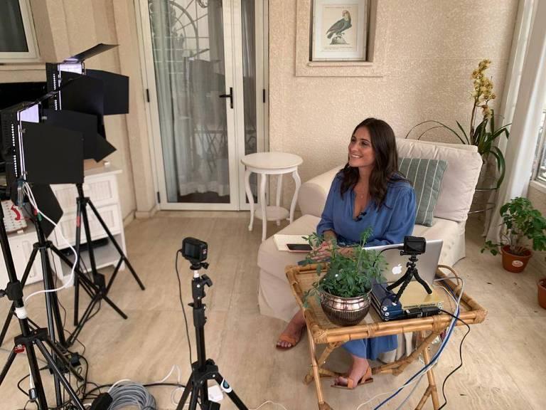 Carol Fiorentino apresenta remotamente o 'Tem Chef em Casa'