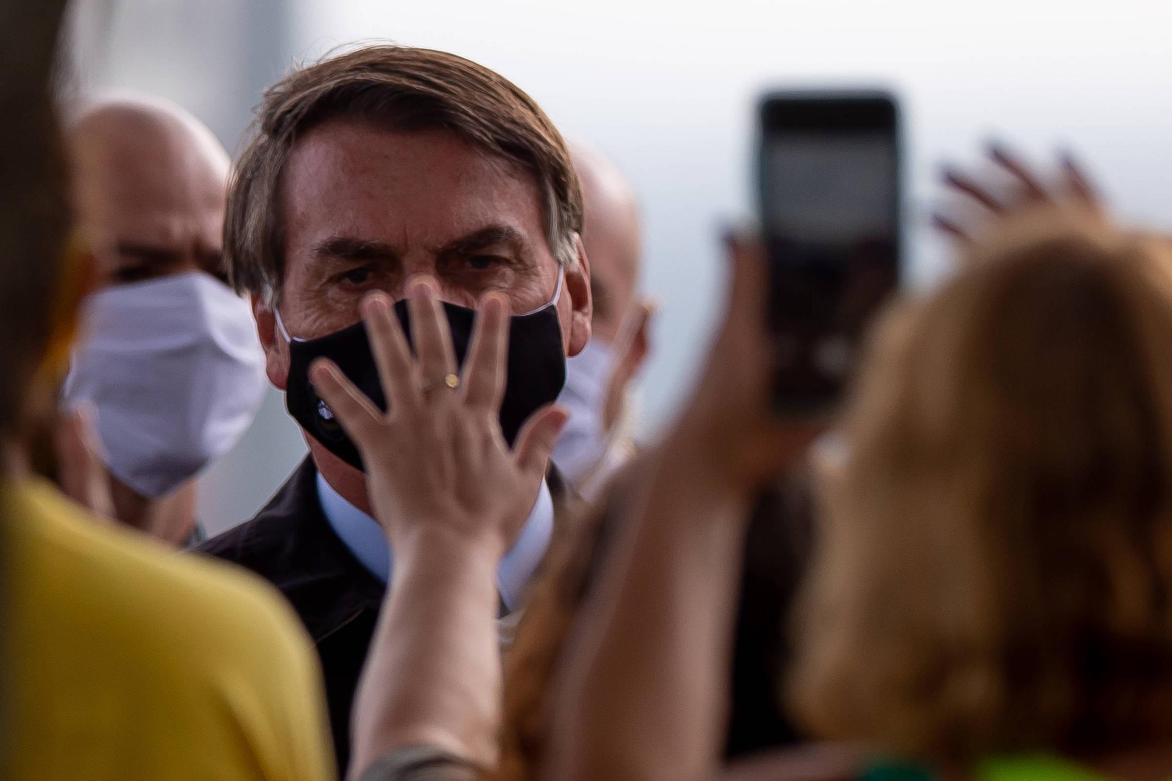 Zuckerberg se opõe a Twitter, mas Facebook já excluiu post de Bolsonaro no Brasil
