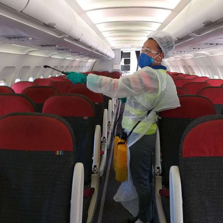 Veja como é voar durante a pandemia do coronavírus
