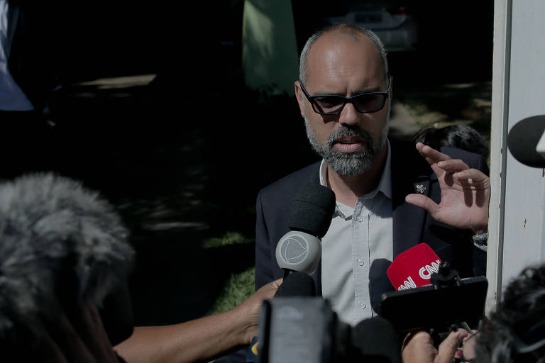 Deputado convoca ministro da Justiça para explicar saída de blogueiro bolsonarista do Brasil