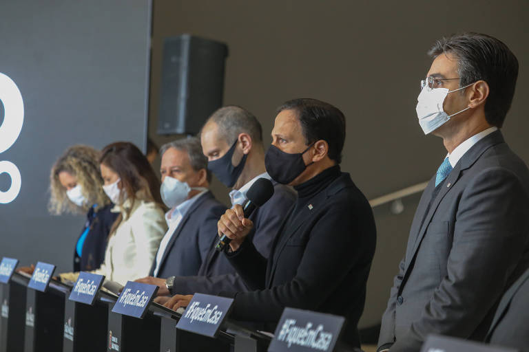 Governador de SP, João Doria, parte do secretariado e  Prefeito Bruno Covas em coletiva de imprensa no Palácio dos Bandeirantes