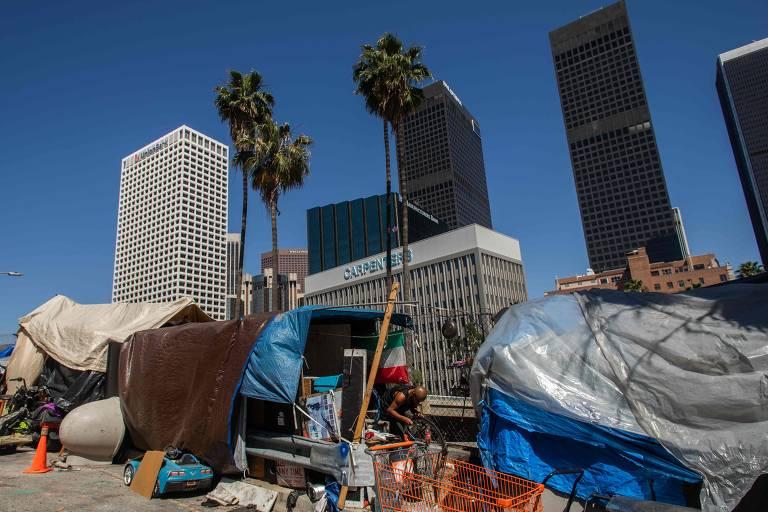 Juiz ordena retirada de milhares de desabrigados em áreas de risco na Califórnia