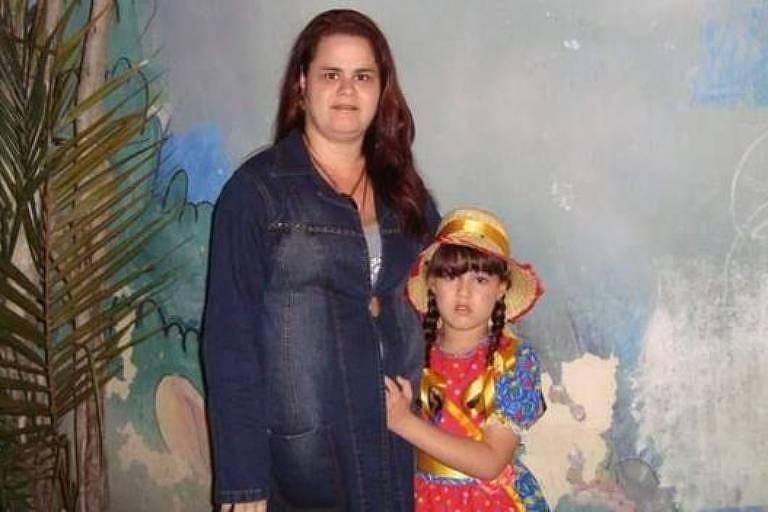 Germaine junto com Kamilly, na época com sete anos: últimos momentos de mãe e filha juntas foram em isolamento de hospital